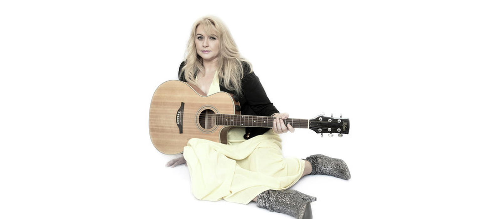 Cathy Beech releases Christmas Single in aid of Ponthafren
